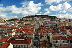 a perfect day in lisbon (dsevilla) Tags: houses sky clouds d50 interestingness nikon perfect day dsevilla lisboa lisbon roofs 1870mmf3545g cielo nubes nikkor casas da mirador tejados cpl perfecto 1870dx