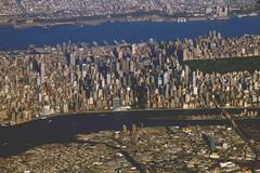 2006_10_27_phl-bos_040.JPG (dsearls) Tags: newyorkcity sky newyork newjersey manhattan aerial midtown hudsonriver hudson northeast longislandcity windowseat windowshot 20061027 severeclear phlbos anthropocene