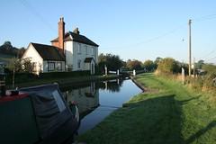Tardebigge, Worcestershire (Tudor Barlow) Tags: england buildings morninglight canals locks worcestershire bromsgrove tardebigge tamron1750 worcsandbhamcanal