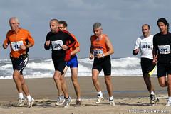 Zeeuwse kustmarathon 2006  EW_056 (Eddy Westveer) Tags: strand marathon zeeland walcheren zeeuwse oostkapelle westveer eddywestveer kustmarathon marathonzeeland marathonzeeland2006 zeeuwsekustmarathon 2006eddy wwweddywestveercom