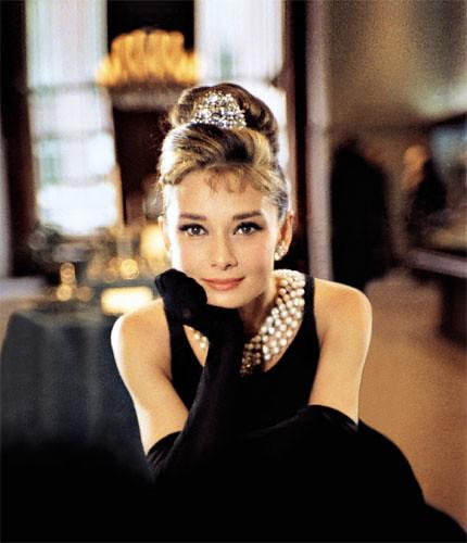 """""""Красота женщины возрастает вместе с ее годами """" Одри Хепберн."""