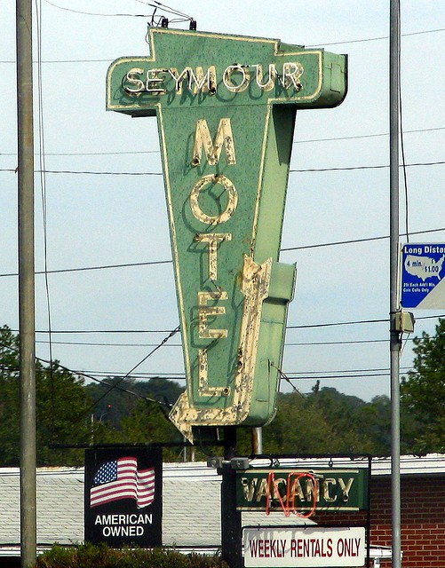Seymour Motel sign