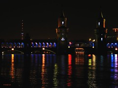 Festival of lights 2006 (Aguno) Tags: berlin canon nightshots oberbaumbrcke berlinatnight aguno powershots3 festivaloflights2006
