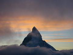 Matterhorn ( VS/I - 4`478m => Mont Cervin - Monte Cervino ) in den Alpen - Alps bei Zermatt im Kanton Wallis - Valais in der Schweiz und Italien (chrchr_75) Tags: sunset walter mountain mountains alps nature berg c