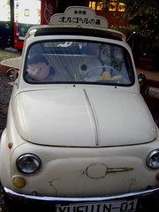 oh, snoopy is driving! (anzyAprico) Tags: autumn lucy 2006 snoopy stuffedanimal woodstock bustour   onedaytriptooita