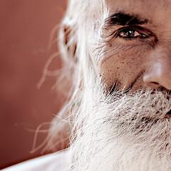 Sadhu (© Poras Chaudhary) Tags: portrait india bravo searchthebest gandalf sandhya tribe topf200 sadhu jesters theface kurukshetra fivestarsgallery winnerflickrsweekly50contest artlibre favemegroup6 favemegroup8 tribesandhya ysplix spittinshells ultraselected