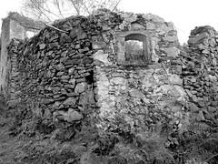 Ruinas na Serra (rgrant_97) Tags: portugal centro serra lous xisto pb bn bw monochrome ruins wlking caminhadas