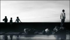 4 boys (Yosigo) Tags: bw white abstract black boys composition shadows 4 donosti sansebastian sombras siluetas donostia composicion silohuettes paseonuevo