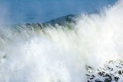 Ola rompiendo (jroblear) Tags: ocean sea espaa costa coast mar spain waves oleaje olas santander ocano cantbrico jroblear