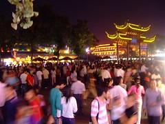 MID-AUTUMN FESTIVAL:Temple crowds. (mumelopics) Tags: china street moon festival friend asia artist chaos nanjing crowds midautumn eunuch pandemonium taishan huaian fuzimiao hardcorestreet zhenghe nationalholidays