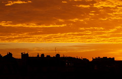 (Godefroylg) Tags: morning light orange sun paris france beautiful yellow jaune sunrise geotagged soleil lumire silhouettes olympus east roofs explore est matin toits  e500 zd olympuse500 40150mm godefroy a1f1 abigfave levdusoleil p1f1 godefroylg leguisquet godefroyleguisquet
