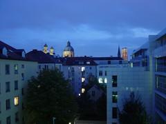 . (sabine_butterblume) Tags: frauenkirche theatinerkirche ausdemfenster