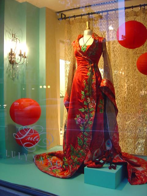 платья с вертикальными цветами