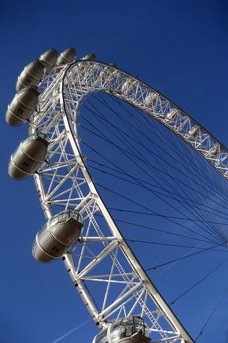 uk greatbritain england london wheel europe unitedkingdom britain spokes londoneye capsule milleniumwheel ferriswheel lambeth theeye bankside britishairwayslondoneye londonist observationwheel