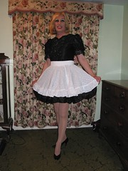 2006-11-22 014 (Saralegs) Tags: feminine apron sissy maids pinafore pinny frilly domesticated frills kittel mucama schort malemaid meninaprons schortje wraparoundapron sissymaidsapron