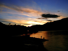 Pescatori al tramonto a Bellagio (kenyai) Tags: sunset night tramonto top20sunrisesunset bellagio lagodicomo lario interestingness84 i500