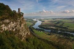 Kinnoull Hill, Perth (ajnabeee) Tags: tower canon river eos scotland rivertay hill perthshire scottish 2006 tay perth 5d sept kinnoull kinnoullhill kinnoulltower
