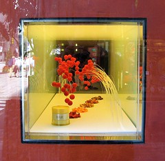 Elixir Chocolate at the Shiseido store (aurelio.asiain) Tags: red color yellow japan square rouge tokyo ginza rojo chocolate  streetphoto  vermell rosso iki     aurelioasiain ionushi asiain mexicaninjapan reyesheroles theasiaingallery