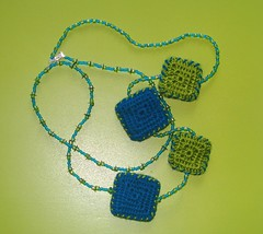 #133 - Colar/Necklace (Linhas&Missangas) Tags: blue verde green azul square necklace beads handmade crochet colar missangas quadrado