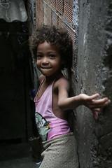 Garotinha (fabbio) Tags: brazil riodejaneiro 20 favela hummingbirdxmas rocinha noooooooooo chemondodemmerda hoperso5gigadimemorycardcirca3gigadiphoto idanesisprecano niosydetalles