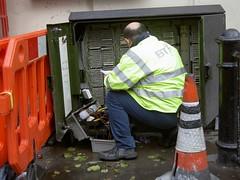 BT engineer at Covent Garden (Luigi Rosa has moved to Ipernity) Tags: uk england london telephone repair infrastructure telefono londra bt inghilterra tecnico riparazione 111v1f infrastruttura engineet