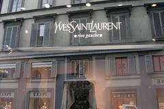 Yves Saint Laurent (2006-05-404)