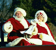 THE HAPPY COUPLE (MIKECNY) Tags: santa christmas 2006 parade halfmoon mrsclaus