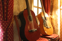(@rno) Tags: music art photo interesting guitar montpellier provence resto sud musique guitare gipsy camargue aiguesmortes photograpy saintemarie gitan interessare elinteresar interessieren 興味を起こさせること interessar