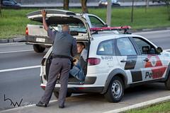 Perseguicao assaltantes Marginal Tiete 19fev2015-62 (BWpress.foto) Tags: acidente arma assaltante assalto bombeiros bwpress criminoso ferido ladro marginaltiet perseguio policia policial preso prisioneiro resgate samu tiro tiroteio