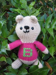 B is for Bailey... (lla) Tags: bear bears knit memory bailey knitted initial colbert opinion permanent stevencolbert oldglory stephencolbert knittoy scomp