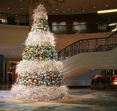Christmas Tree (jiformales (yajo) - super busy ....) Tags: christmas tree hotel philippines balls shangrila makati decor 5star mostviewed