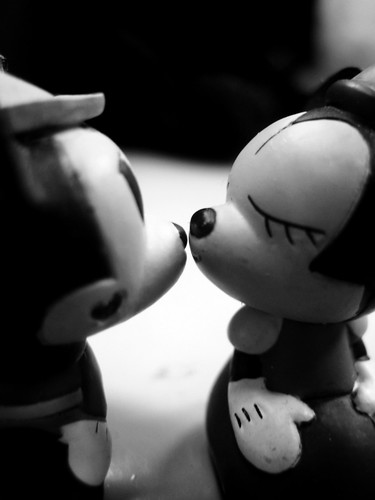Mickey's kiss(B&W)