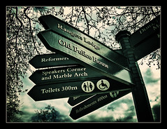 Directions (brunoat) Tags: park uk london hyde londres directions hydepark signal cartel seal direcciones brunoat brunoabarca