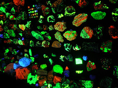 Fluorescent Minerals (adamantine) Tags: blue red green rock stone museum kentucky marion fluorescent mineral geology ultraviolet fluorescence fluorescente clement mineralogy fluoresce 2on2photooftheday leuchtstoff