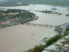 Skodra (ribizlifozelek) Tags: bridge lake castle river flood albania balkan skoder
