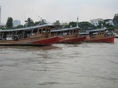 Tugs on Chao Praya (limestar.com) Tags: bangkok bkk chaophrayariver