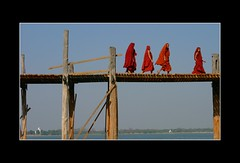 Monk on Myanmar U Bein Bridge (Stephen G Woo Photo journey) Tags: bridge toronto canada topv111 photography topv333 asia photographer g burma steve bein monk woo topv222 stephen u production myanmar director base  fsftsblog onlythebest abigfave gurie stephenwoo superaplus aplusphoto  lpbesttravel  stephengwoo