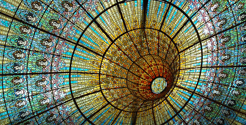 Stained Glass Ceiling: Palau de la Música Catalana in Barcelona_Detail / Carlos Lorenzo