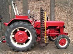 Roter Traktor (bolti22) Tags: tractor traktor random laub wald bolti22
