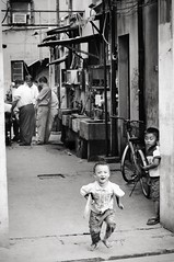 Fun in Shanghai! (daskar) Tags: china bw white black men smile composition children fun kid asia play shanghai trix go 2006 laugh dutone krushbob daskar henkjanwesselink