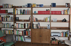 Libreria completata (Mackley ♠) Tags: ikea cool topv555 books 2006 bookshelf libri libreria leksvik fujifilmfinepixs5500 tanadelghirorosa