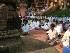 Mahabodhi Temple   meditators 1