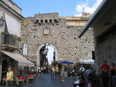 Sicily (pginot) Tags: italy puerta gate italia porta enceinte sicily porte tor fortifications taormina poort citywall stadtmauer stadttor walledtown