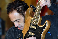 Nils Lofgren from Bruce Springsteen & the E Street Band (jf photo) Tags: music nikon guitar bruce band nils d200 rockandroll brucespringsteen springsteen nilslofgren estreetband guitarworld lofgren