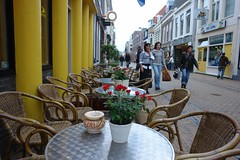 Groningen - just roses out on the tables (CharlesFred) Tags: street city streets holland netherlands town october break walk nederland streetphotography 2006 fred groningen centrum stad noord stadje noordnederland groningengrunnen herfstvacantie grunnen