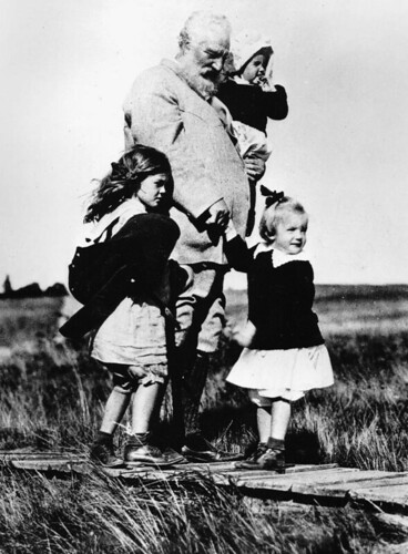 Graham Bell & granddaughters