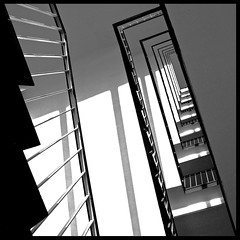stairs and shadows (viaticum) por jot.de