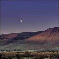 Early Riser (Fairway Kev) Tags: autumn light moon mountain wales landscape interestingness6 i500 explore7nov2006