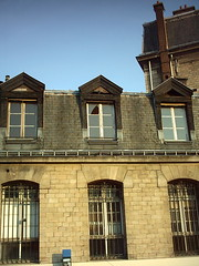 broken window in the sun (Ladybadtiming) Tags: light sun house paris broken window glass stones 10 derelict chienassis