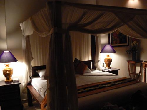 Canopy Bed, Tepi Sawah